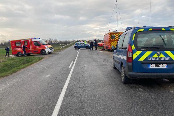 Une voiture a fauché un groupe d'une vingtaine de cyclistes à Saint-Just-Saint-Rambert (Loire) mercredi 17 mars dans l'après-midi, faisant au moins un blessé grave.