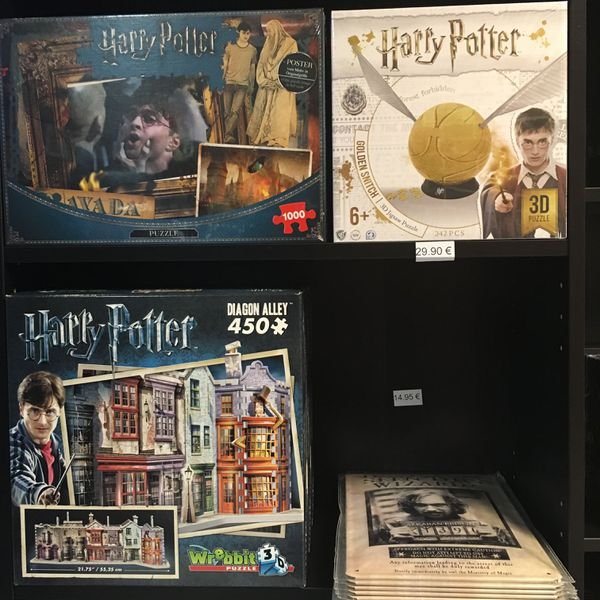 En vente: différents choix de puzzles pour tous les âges.