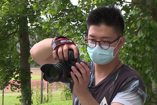 Eric La, passionné de photo, a décidé de photographier bénévolement les étudiants de sa résidence universitaire.