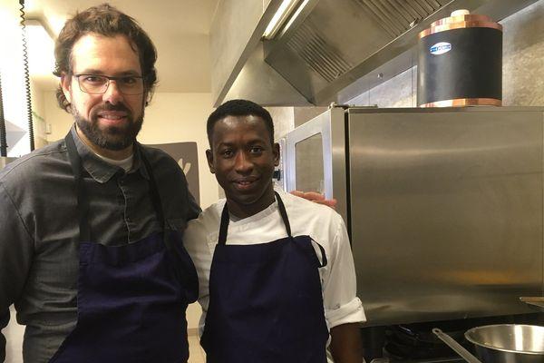 Un peu plus de trois ans après avoir quitté la Guinée, Alpha Doumbouya, découvre l'excellence de la cuisine française.