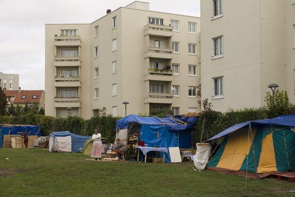 Dans le quartier de la Verrerie à Reims, des dizaines de personnes vivent dans des conditions inhumaines depuis des mois.