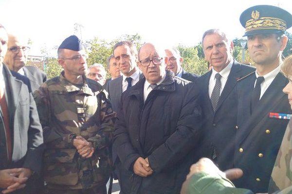 Jean-Yves Le Drian au camp militaire de La Cavalerie.