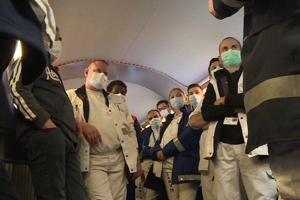 Les membres de l'équipe médicale à bord du TGV médicalisé