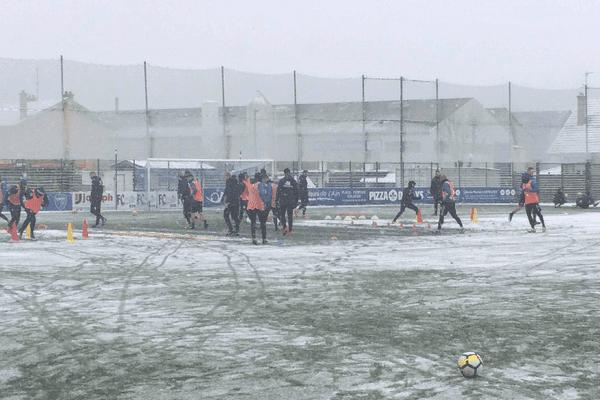 Avant la rencontre de 8eme de finale de la Coupe de France contre l'OM, les burgiens se sont entraînés dans le froid et la neige.