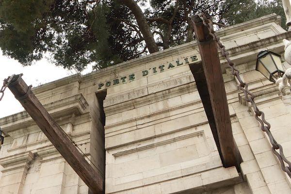 La porte d'Italie fait partie des derniers vestiges de la ville de Toulon.