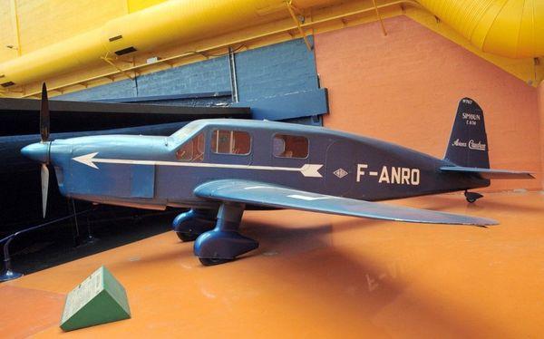 Un Caudron Simoun exposé au Musée de l'Air et de l'Espace du Bourget. C'est dans un avion semblable que Fayolle et Stourm ont rejoint Gibraltar depuis Oran.