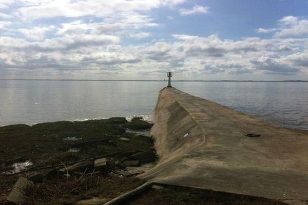 La digue du port de Vitrezay où s'est produit le drame vendredi 8 mars après-midi.