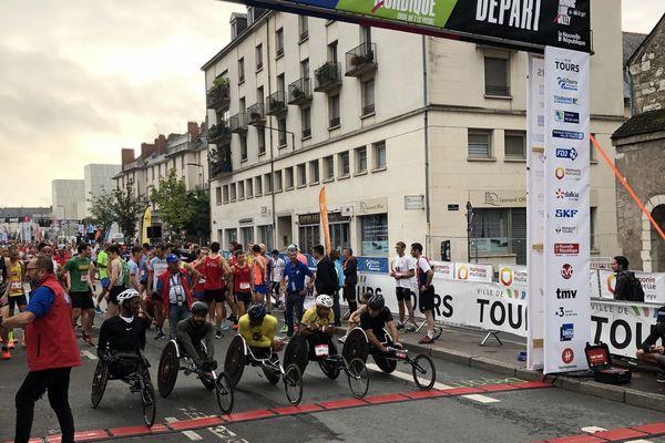 Les coureurs du 10 km sur la ligne de départ.