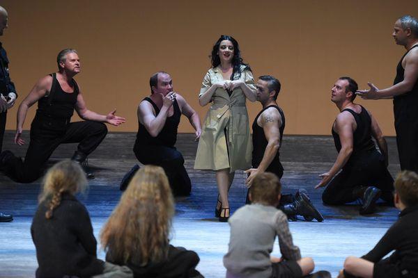 """""""Carmen"""" de Bizet, revisitée par une mise en scène de Nicola Berloffa. Ici, c'est Julie Robard-Gendre qui tient le rôle principal"""