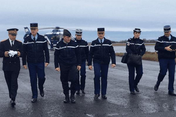 Le Général d'Armée Richard Lizurey (à gauche) arrive à Carcassonne dimanche 25 mars 2018