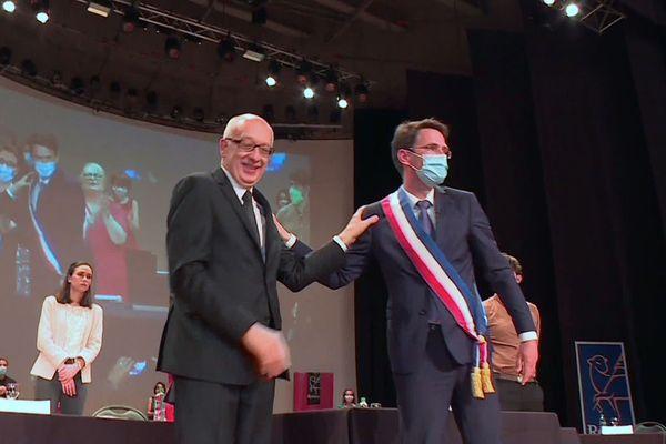 3 juillet 2020 : Nicolas Mayer-Rossignol succède à Yvon Robert à la mairie de Rouen