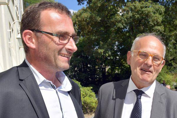 À la préfecture de Laval un accord a été trouvé entre Lactalis et les producteurs de lait, Michel Nalet (Lactalis) et Sébastien Amand représentant Fnsea de la manche des producteurs