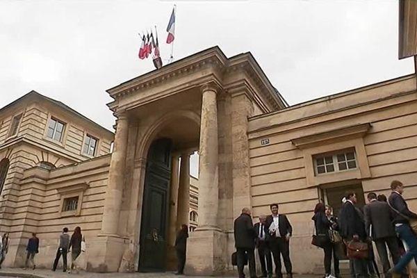 Deux représentants des ex-salariés d'Ardennes Forges ont été reçu au ministère du travail. Une solution devrait leur être proposée sous quinze jours.
