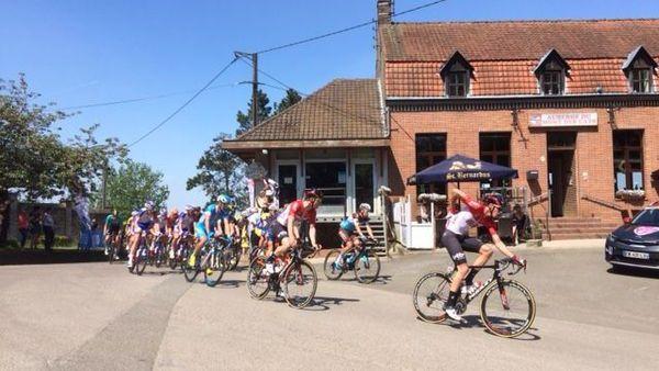 Le passage des coureurs des 4 Jours de Dunkerque au Mont des Cats, en début d'après-midi.
