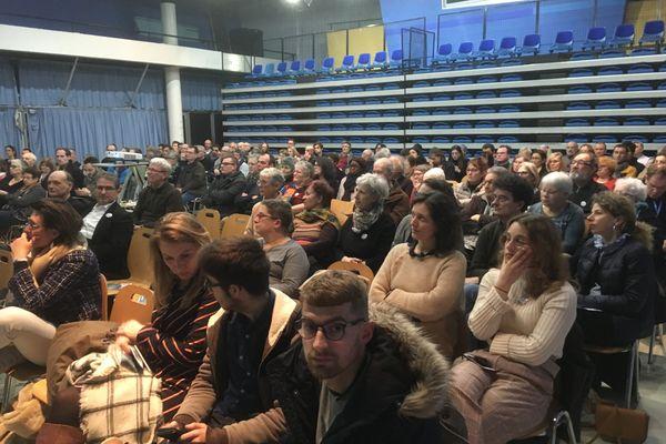 L'assistance, lors du meeting de Léonore Moncond'huy pour les municipales, dans la maison de quartier des Trois Cités à Poitiers, le 5 février 2020.