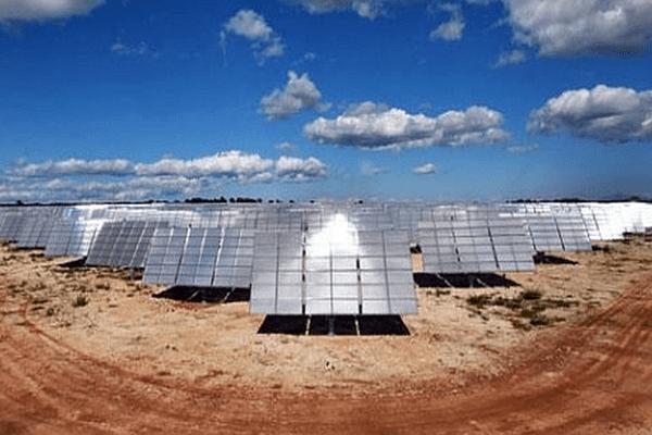 Aigaliers (Gard) - la centrale solaire à concentration d'Urbasolar - 2015