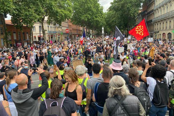 Plusieurs milliers de personnes manifestaient à Toulouse ce samedi 7 août, pour la quatrième journée de mobilisation contre l'extension du pass sanitaire.