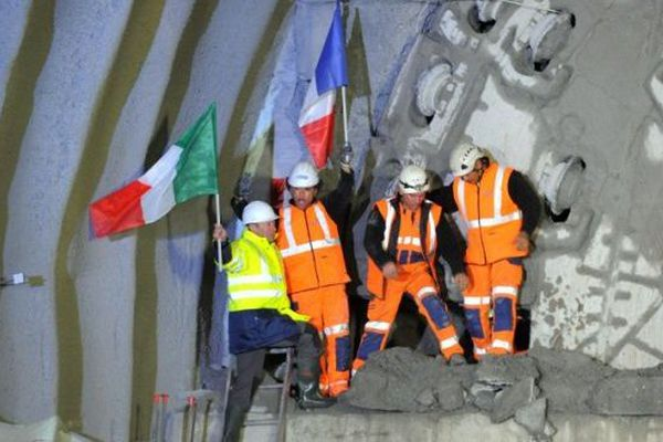 """Le tunnel """"de sécurité"""" du Fréjus percé"""