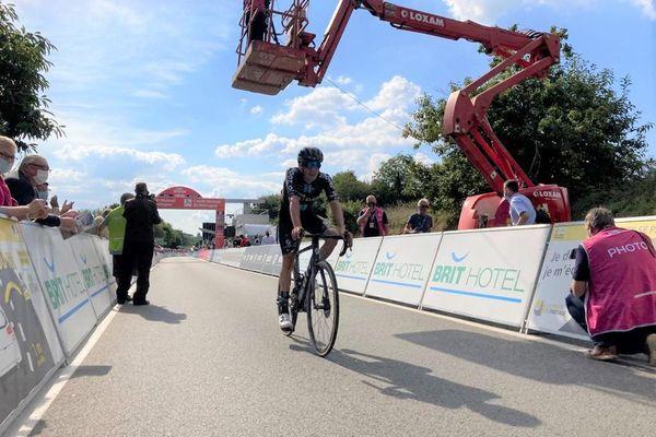 Leo Hayter remporte en solitaire la 2e étape du Tour de Bretagne