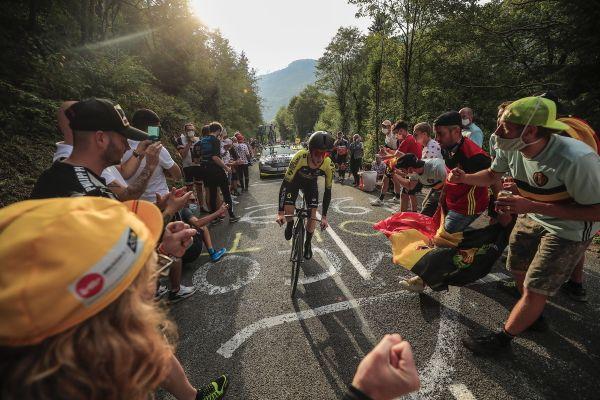 Le Britannique Adam Yates lors de l'étape de 36 km de Lure à La Planche des Belles Filles (Tour de France 2020).