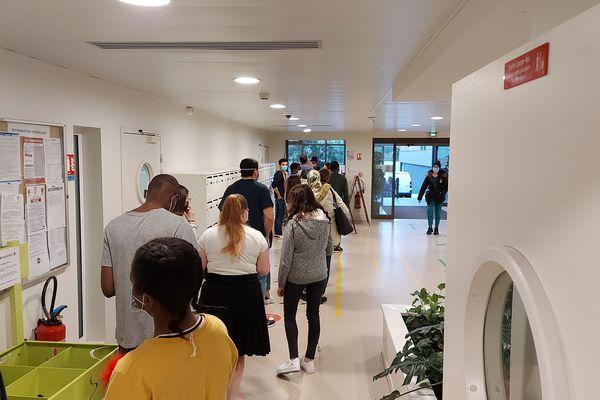 Distribution de l'aide alimentaire auprès des étudiants de Poitiers