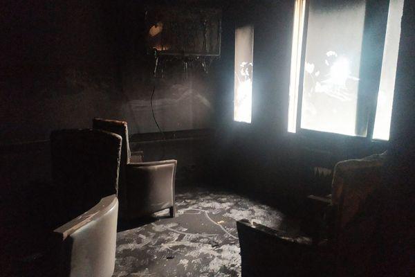 Une salle de l'EPSM Armentières endommagée après l'incendie qui a ravagé une partie du premier étage.