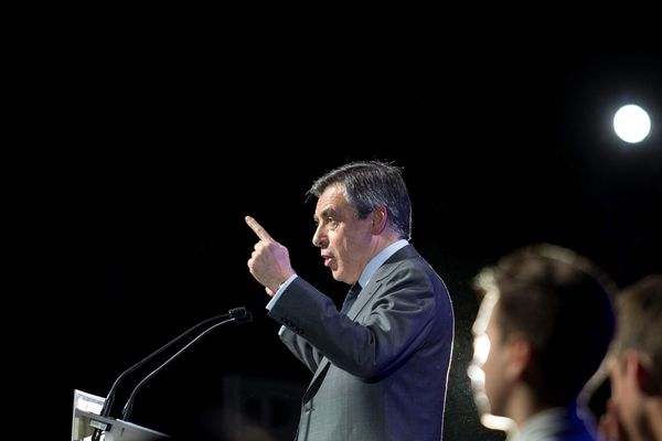 Le candidat de la droite François Fillon était en meeting mardi soir à Orléans (Loiret) pour relancer sa campagne
