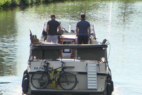 Les touristes sont moins nombreux que d'habitude sur les canaux et rivières de lYonne.