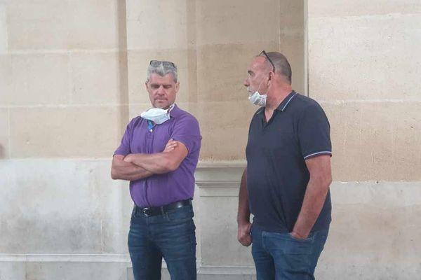 Patrick Franken et Serge Bousquet Cassagne devant le palais de justice d'Agen.
