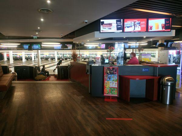 Comme pour les piscines, les salles de sport ou les restaurants en intérieur, les bowling doivent respecter des jauges de 50 %.