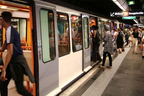 Illustration. Les forces de l'ordre de la métropole d'Aix Marseille circulent gratuitement dans les transports en commun depuis le 4 février 2020.