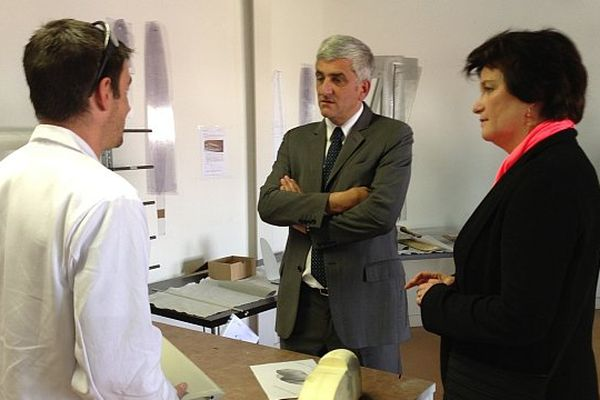 Hervé Morin (au centre) et Christine De Veyrac ce lundi à Toulouse