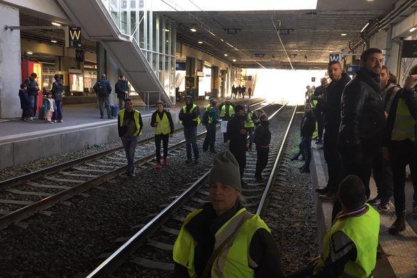 Les gilets jaunes ont bloqué l'accès à la gare de Montpellier Saint-Roch - 29 décembre 2018