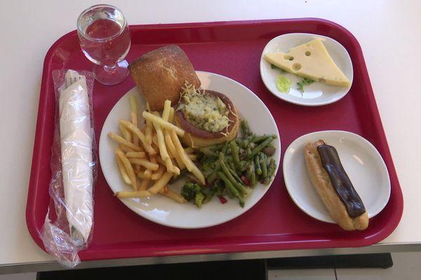 Dans les restaurants universitaires, pour un euro, vous pouvez avoir un repas équilibré, une entrée, un plat et un dessert - septembre 2020
