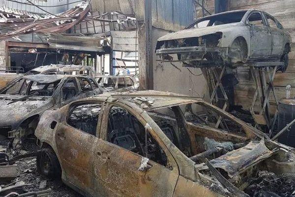Le garage a été totalement ravagé par les flammes.
