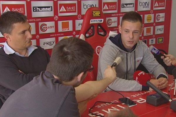 Cédric Darmon, capitaine des U19 du Stade de Reims, répond aux journalistes ce mardi 29 avril 2014, lors de sa toute première conférence de presse.