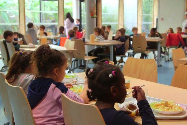 A la cantine, 30% des repas sont refusés par les écoliers