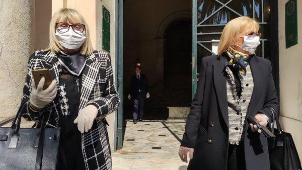 A Ajaccio, des électrices ont pris toutes leurs précautions au moment de voter.