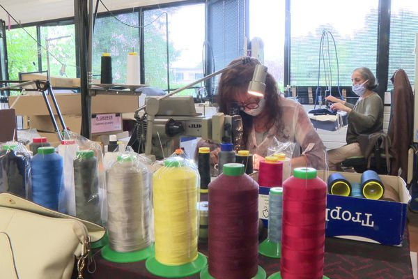 L'entreprise haut-savoyarde Anthime Mouley compte pérenniser son activité de confection de masques en tissu.