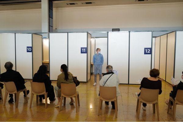 A Nice, on vaccine 7 jours sur 7 au Le Palais des Expositions.