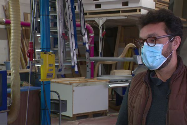 """""""Tous les stands sont stockés depuis le mois de mars"""" explique Alain Françon, co-gérant de l'entreprise Laps événements, à Genas (69)"""