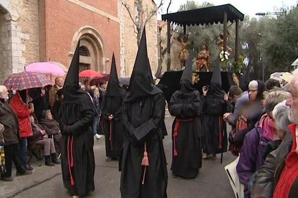 Plus de 700 pénitents vont défiler ce Vendredi saint dans les rues de Perpignan à l'occasion de la fête de la Sanch - avril 2016
