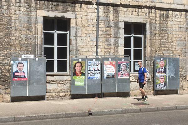 Panneaux électoraux des élections régionales à Besançon le 14 juin 2021