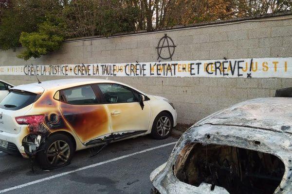 A Amiens, cinq véhicules dont deux fourgons servant à l'extraction des détenus ont été incendiés. Un bâtiment a aussi été visé.
