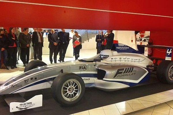 La nouvelle Formule 4 conçue sur le technopole de Magny-Cours, dans la Nièvre, a été présentée vendredi 22 novembre 2013