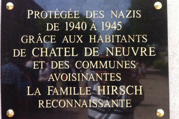 Plaque commémorative de la famille Hirsch remerciant  les habitants de Châtel-de-Neuvre.