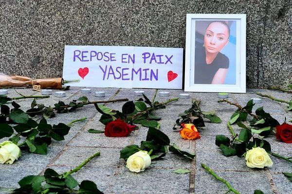 Yasemin Cetindag avait 25 ans. Le 2 janvier était organisé un rassemblement place Kléber pour lui rendre hommage.