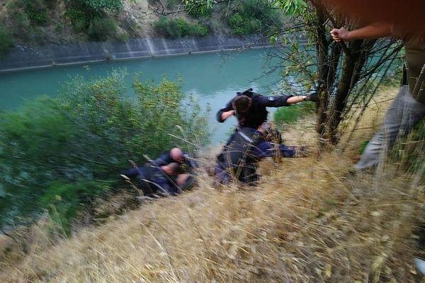 Saint-Gilles (Gard) - 2 suspects poursuivis par les gendarmes tentent de s'enfuir en se jetant dans le canal - 22 juillet 2019.