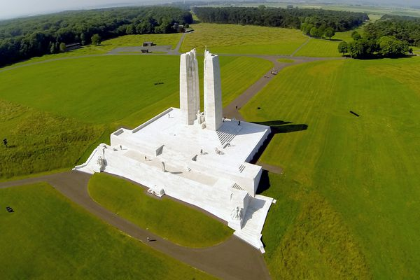 Le Mémorial canadien de Vimy commémore la bataille et ses nombreux sacrifices