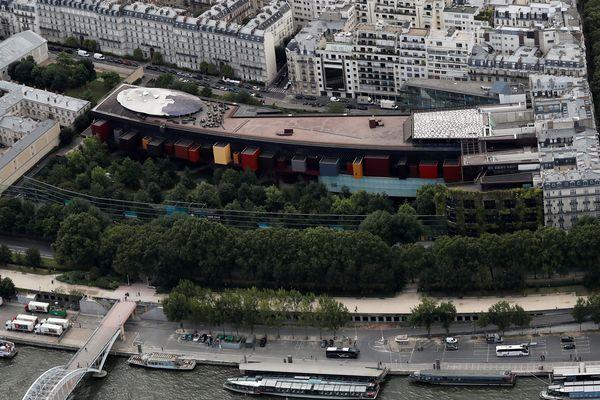Vue aérienne du Musée du Quai Branly-Jacques Chirac réalisée le 14 juillet 2016.